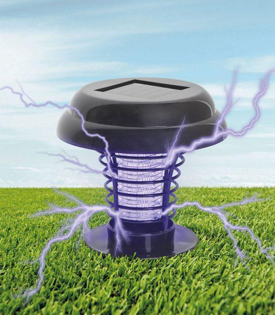 Solárna UV pasca na hmyz na zapichnutie do zeme aj na zavesenie.